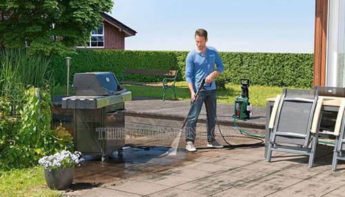 Phun rửa nhà cửa, sân vườn nhanh chóng