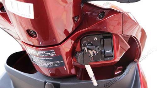 Chìa khóa và ổ khóa của xe máy