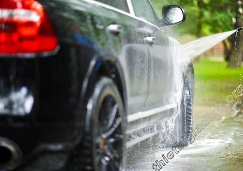 Máy rửa xe dây đai Nhật Bản sở hữu khả năng phun rửa mạnh mẽ, bền bỉ