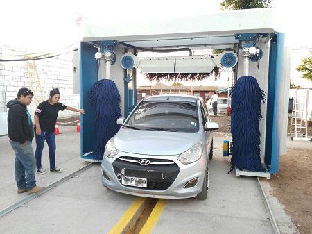 Máy rửa xe tự động cho ô tô