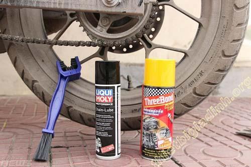 Chuẩn bị dụng cụ đầy đủ trước khi vệ sinh xe máy