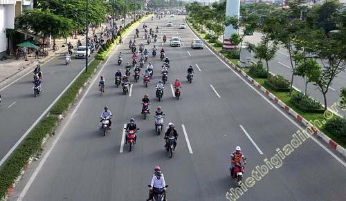 Các phương tiện tham gia giao thông cần đi đúng theo làn đường quy định