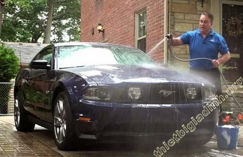 Vệ sinh xe sạch sẽ từ trong ra ngoài – Từ nội thất rồi làm sạch đến ngoại thất của xe
