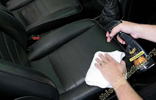 Vệ sinh ghế ngồi xe