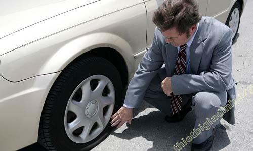 Cân nhắc kỹ trước khi tiến hành vá/thay lốp ô tô