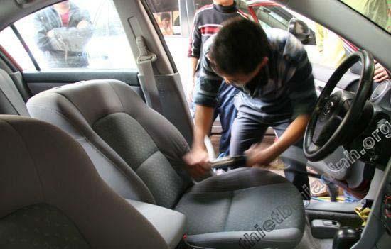 đánh bóng nội thất xe hơi