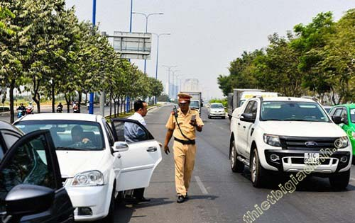 Mức xử phạt cho người điều khiển xe ô tô khi quên giấy tờ xe