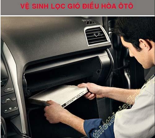 vệ sinh lọc gió điều hòa ô tô