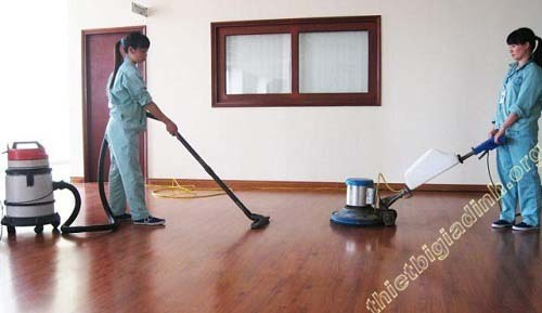 Đánh bóng sàn bằng máy đánh bóng, máy chà sàn sẽ giúp hiệu quả cao hơn