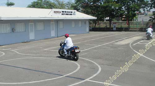 bao nhiêu tuổi được thi bằng lái xe máy