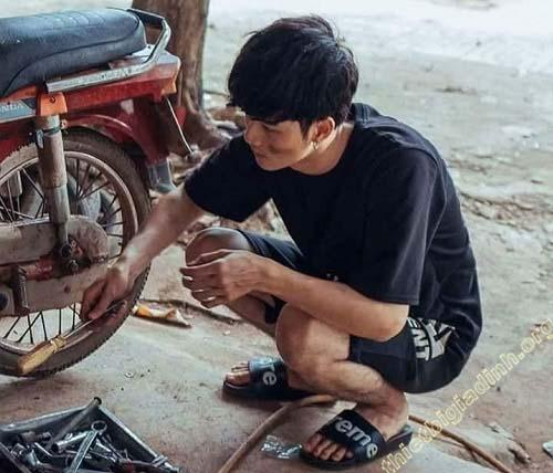 Cần đem đến nơi sửa chữa xe để đảm bảo săm lốp xe được bền