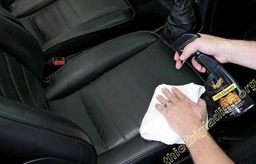 cách vệ sinh nội thất xe hơi