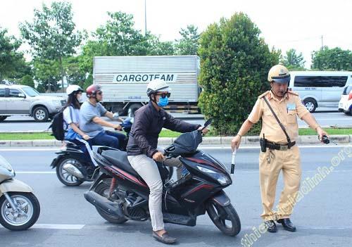 Lỗi không xi nhan xe máy phạt từ 300.000 – 400.000 đồng
